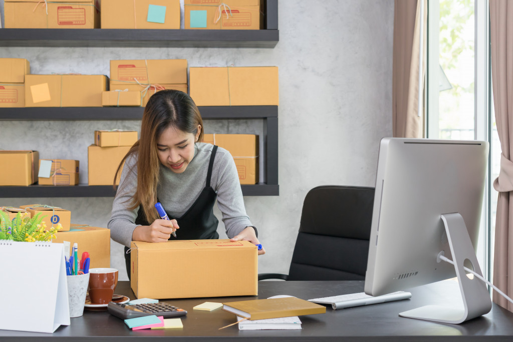 woman on online business